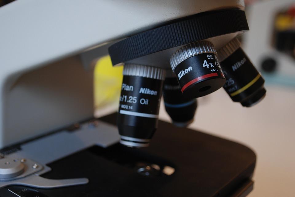 Jakich mebli potrzebujesz do nowego laboratorium?